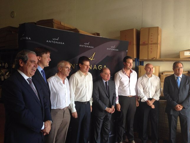 Villanueva visita las instalaciones de Antonaga en Briviesca (Burgos)