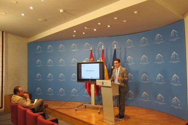 Consejero José Gabriel Ruiz con el director de Emergencias