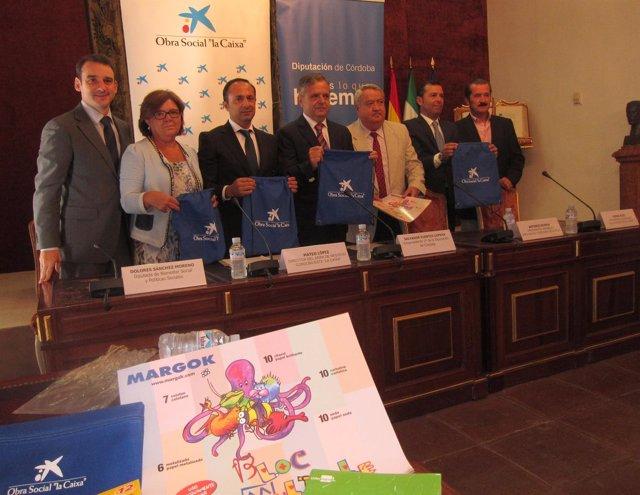 Fuentes (centro) en la presentación