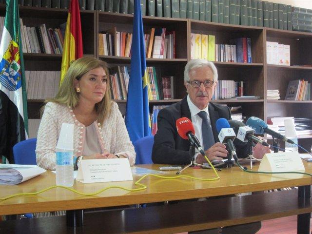 La Delegada De Educación De Cáceres Y El Secretario General De Educación
