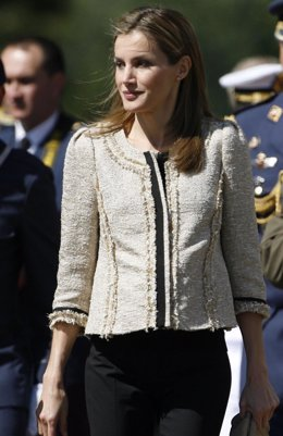Reina Letizia en León chaqueta tweed