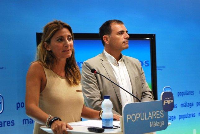 Ana Mata y Julio Andrade, en la sede del PP de Málaga
