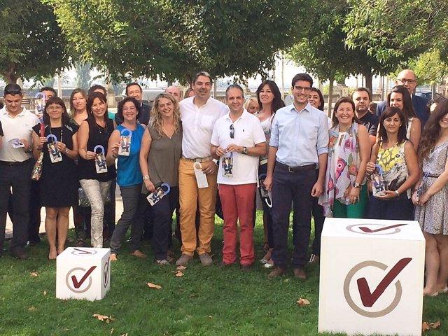 En el centro: el alcaldable de CiU por Lleida Antoni Postius