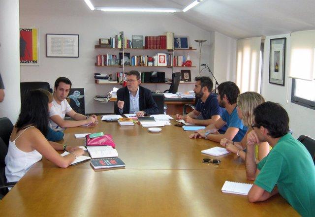 Puig con representantes de Joves Socialistes, el CJCV y el CJE