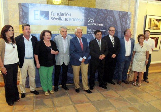 Participantes en la inauguración de la exposición 'Patrimonio iluminado'.
