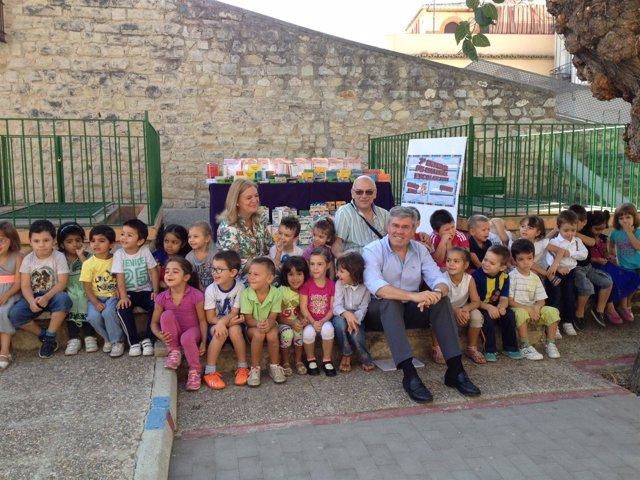 Entrega de material escolar en el colegio Santo Tomás de Jaén