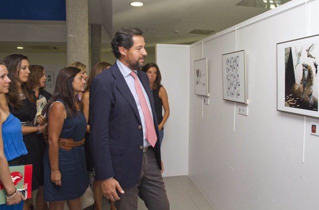 El alcalde de las Rozas inaugura 'Apaguemos el maltrato'