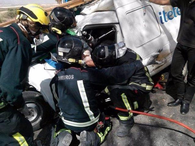 Rescate de un hombre herido en un accidente de tráfico