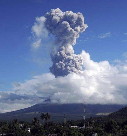 12.000 evacuados ante una posible erupción del volcán Mayón en Filipinas