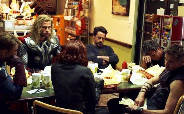 Los Vengadores comiendo Shawarma
