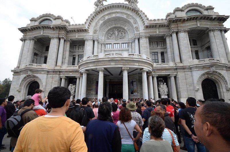 Unas 10.000 personas visitan la exposición de Octavio Paz en México