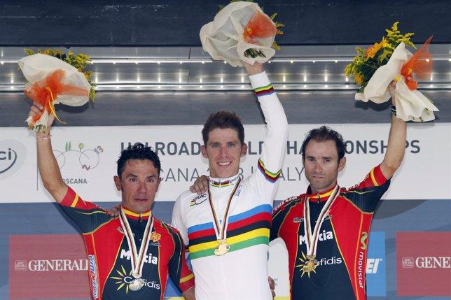 Purito Rodríguez y Alejandro Valverde con Rui Costa en el podio