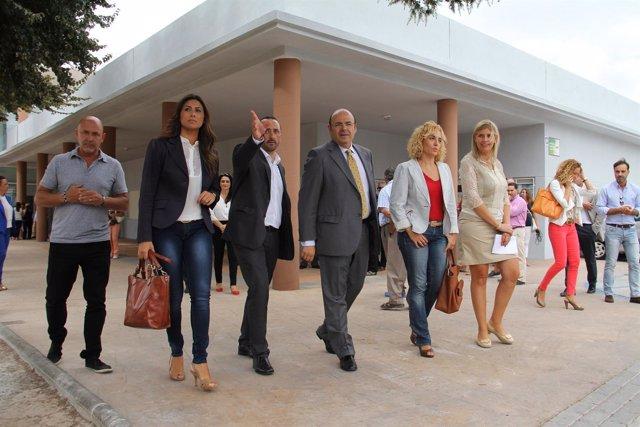 Sebastián Pérez inaugurando centro de servicios sociales en Peligros