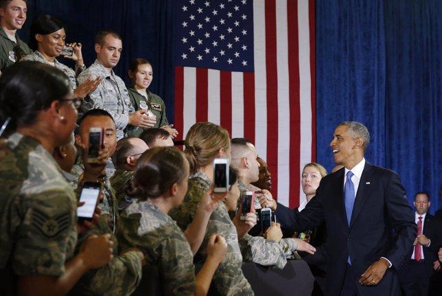 Obama saluda a soldados de EEUU