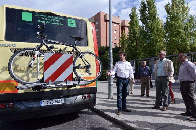 Autobús con portabicicletas