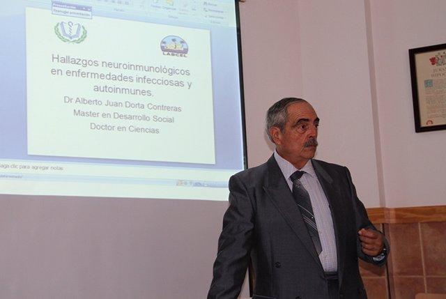 Alberto J. Dorta Contreras durante la charla