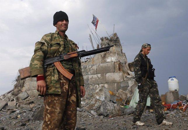Milicianos prorrusos en Donetsk, Ucrania