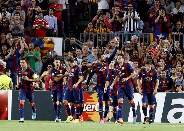 Gerard Piqué celebra el gol ante el Apoel Nicosia