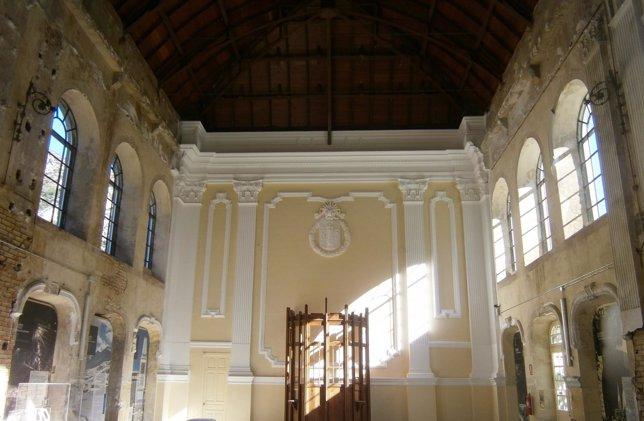Interior Restaurado Del Muro Norte Del Vestíbulo De La Estación De Canfranc