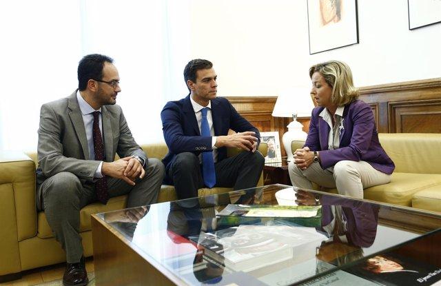 Pedro Sánchez con Ana Oramas