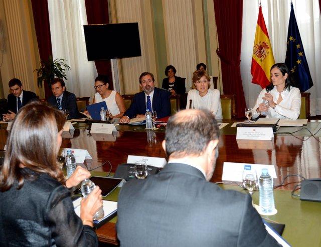 Isabel García Tejerina se reune con 17 empresas para hablar de cambio climático