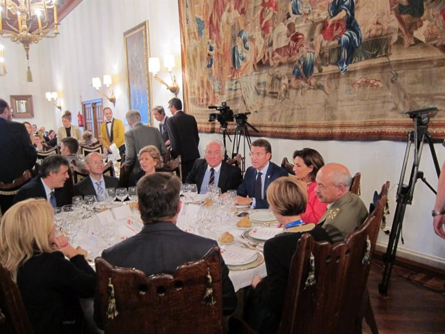 Mesa con Núñez Feióo, Carlos Espinosa de los Monteros e Isabel Borrego