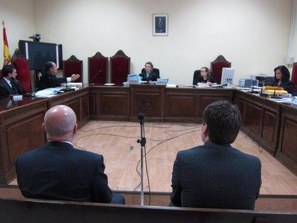 Absuelven a los dos acusados de apropiarse de dinero al vender aceite de una cooperativa de Priego