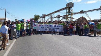La plantilla de Ence sigue con las protestas con una marcha