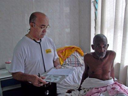 El avión que repatriará al religioso leonés cuenta con una cámara de aislamiento y dos equipos médicos