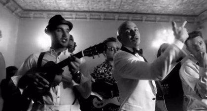 Pitbull estrena videoclip con John Ryan