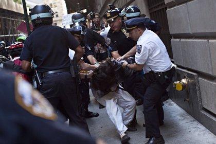 La Policía detiene a decenas de manifestantes que protestaban contra el cambio climático en Wall Street