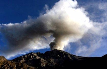 El volcán peruano Ubinas presenta nuevas erupciones