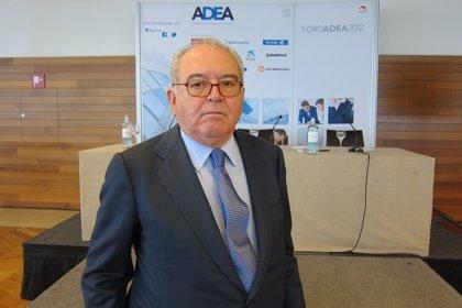 CANTABRIA.-El exministro Eduardo Serra y el periodista Gervasio Sánchez, hoy en una jornada sobre Defensa en la UC