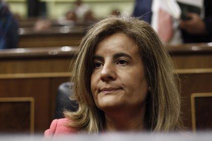 """PSOE e IU acusan a Báñez de """"abandonar"""" a los parados y la ministra les reprocha su 'no' a toda iniciativa"""