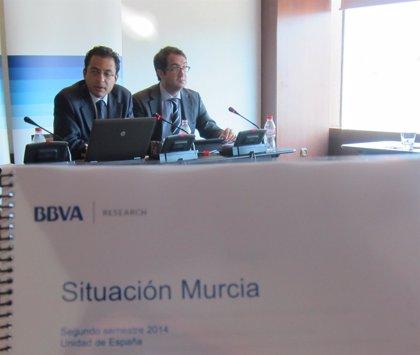 Murcia crecerá este año un 0,7% y un 2,5% en 2015 pero no cumplirá con objetivo de déficit