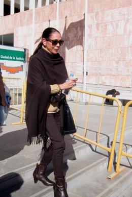 La cantante Isabel Pantoja a la salida de los juzgados