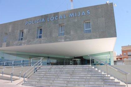La Policía Local de Mijas detiene a un hombre que propinó un manotazo a una mujer con la que discutía