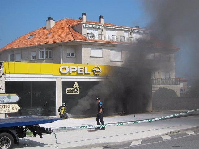 Incendio en un concesionario de Baiona