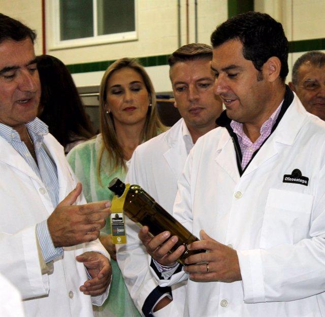 El presidente del PP-A, Juanma Moreno, visita Oleoestepa.