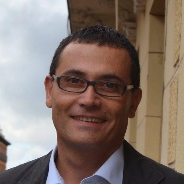 El precandidato del PSM a la Comunidad Carlos Morales