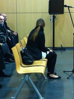 La joven condenada, en un momento del juicio