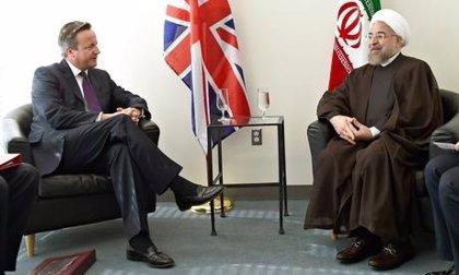 Cameron y Rohani mantienen la primera reunión entre líderes de Reino Unido e Irán en 35 años
