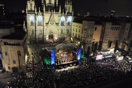 El Liceu llena la plaza de la Catedral con su concierto gratuito por la Mercè