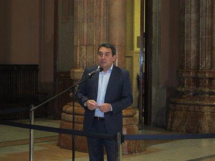 El pleno de la Diputación de Barcelona vota una moción proconsulta y oficializa la marcha de Bustos