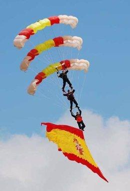 Exhibición de la Patrulla Acrobática de Paracaidismo del Ejército del Aire