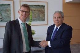 Stephan Opitz (KfW) y Hugo Sarmiento, vicepresidente de Finanzas de CAF