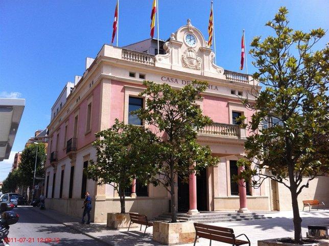 Fachada Del Ayuntamiento De Rubí, Barcelona