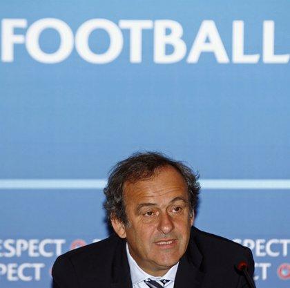 """Platini ve """"muy positivo"""" la prohibición de que terceros sean dueños de jugadores"""