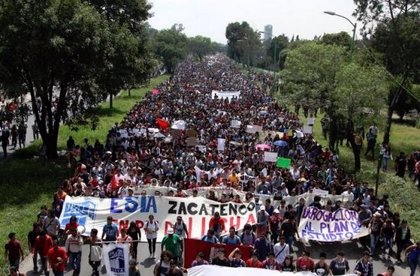 Más de 10.000 estudiantes protestan en México DF contra Instituto Politécnico
