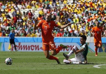 FIFA 2015: Arjen Robben y sus piscinazos aportan más realismo al juego